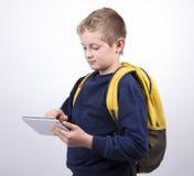 Adolescente del muchacho con una mochila Imagenes de archivo