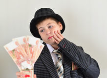 Adolescente del muchacho con una ratonera en manos de Imagenes de archivo