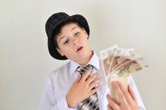 Adolescente del muchacho con una ratonera en manos de Fotos de archivo