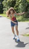 Adolescente del patinaje sobre ruedas Fotografía de archivo