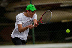 Adolescente del tenis del foco del jugador Fotos de archivo libres de regalías