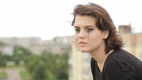 Adolescente della ragazza suicida sul tetto video d archivio