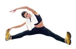 Adolescente deportivo que hace ejercicios de la flexibilidad Imágenes de archivo libres de regalías