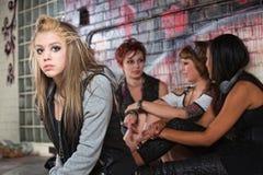 Adolescente deprimido con los amigos Imagenes de archivo