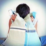 Adolescente deprimido con una almohada Foto de archivo