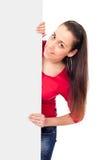 Adolescente derrière le panneau-réclame vide Photographie stock