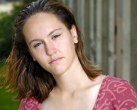 Adolescente desunido que mira fijamente usted abajo Fotos de archivo