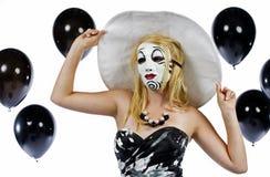 Adolescente detrás de la máscara Fotografía de archivo