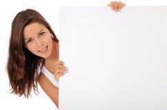 Adolescente detrás de la muestra blanca en blanco Imagenes de archivo