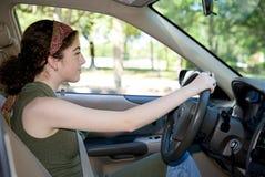 Adolescente detrás de la rueda Foto de archivo libre de regalías