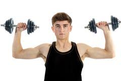 Adolescente di 18 anni che si esercita con i pesi Immagini Stock Libere da Diritti
