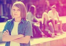 Adolescente di Outcasted all'aperto fotografie stock