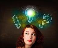Adolescente di Preety con l'illustrazione disegnata a mano della lampadina Fotografie Stock