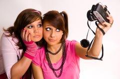 Adolescente due e una macchina fotografica Immagini Stock