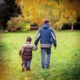 Adolescente e childboy Imagens de Stock Royalty Free