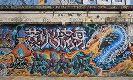 Adolescente e drago nei graffiti, Shanghai Fotografia Stock Libera da Diritti