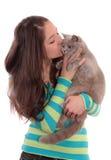 Adolescente e gato Imagens de Stock Royalty Free