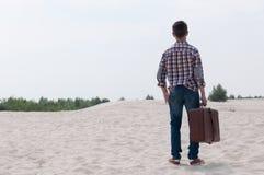 Adolescente elegante en la playa Fotos de archivo libres de regalías