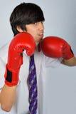 Adolescente em luvas de encaixotamento imagem de stock royalty free
