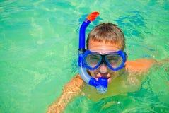 Adolescente en agua Imagenes de archivo