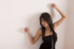 Adolescente en alineada negra Imagenes de archivo