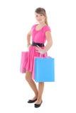 Adolescente en alineada rosada después de hacer compras sobre blanco Imagen de archivo libre de regalías