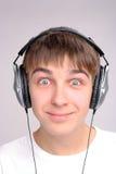 Adolescente en auriculares Fotos de archivo libres de regalías