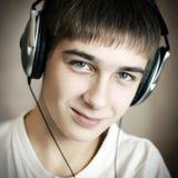 Adolescente en auriculares Imagenes de archivo