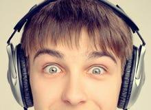 Adolescente en auriculares Imágenes de archivo libres de regalías