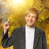 Adolescente en Autumn Park Fotos de archivo libres de regalías