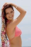 Adolescente en bikiní por el océano Fotos de archivo libres de regalías