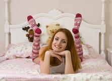 Adolescente en cama Fotografía de archivo
