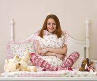 Adolescente en cama Foto de archivo libre de regalías