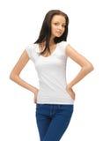 Adolescente en camiseta blanca en blanco Imágenes de archivo libres de regalías
