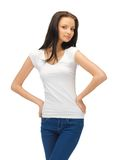 Adolescente en camiseta blanca en blanco Imagenes de archivo
