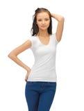 Adolescente en camiseta blanca en blanco Imagen de archivo
