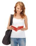Adolescente en camiseta blanca en blanco con el libro Fotos de archivo libres de regalías