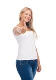 Adolescente en camiseta blanca en blanco con los pulgares para arriba Imágenes de archivo libres de regalías