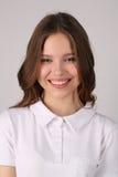 Adolescente en camiseta Cierre para arriba Fondo blanco Imagen de archivo