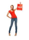 Adolescente en camiseta roja con el panier Imágenes de archivo libres de regalías