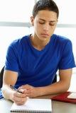 Adolescente en clase Imagen de archivo libre de regalías
