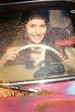 Adolescente en coche viejo Foto de archivo libre de regalías