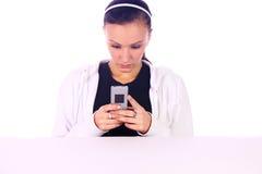 Adolescente en cuestión Texting Fotografía de archivo libre de regalías
