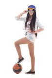 Adolescente en denim avec la boule au-dessus du blanc Images libres de droits