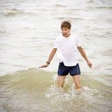 Adolescente en el agua Imagen de archivo