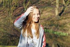 Adolescente en el bosque Imagen de archivo libre de regalías