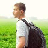 Adolescente en el campo Foto de archivo