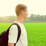 Adolescente en el campo Imagen de archivo