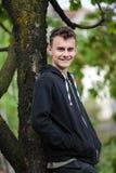 Adolescente en el campo Imagen de archivo libre de regalías