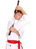 Adolescente en el kimono que hace ejercicio con monja-arroje Fotografía de archivo